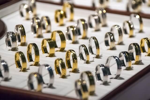 Избор на пръстен от онлайн бижутерия